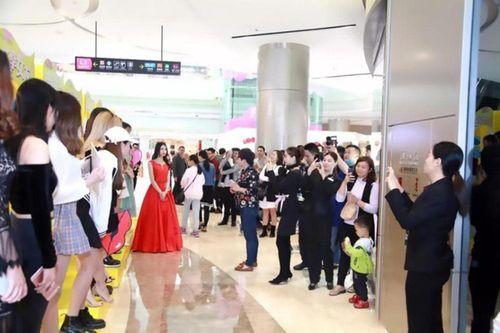 15 cô gái xinh đẹp trưng biển cho thuê người yêu gây xôn xao ở Trung Quốc - Ảnh 2