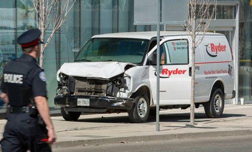 Hiện trường vụ đâm xe kinh hoàng khiến nhiều người thương vong ở Canada - Ảnh 2