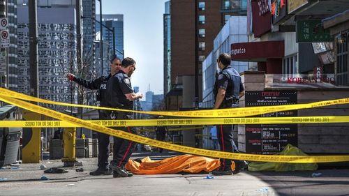 Hiện trường vụ đâm xe kinh hoàng khiến nhiều người thương vong ở Canada - Ảnh 3