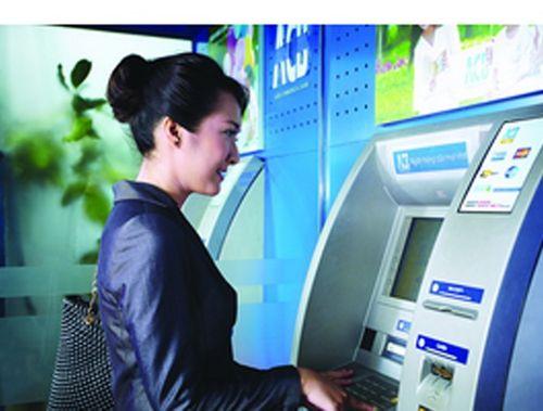 Những điều cần tránh để không mất tiền từ ATM - Ảnh 1