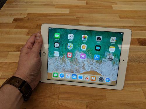 """Apple """"trình làng"""" chiếc iPad 2018 giá chỉ hơn 6 triệu đồng - Ảnh 1"""