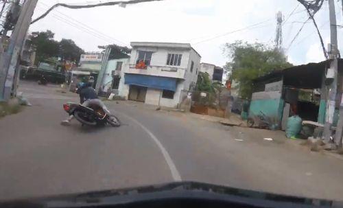 Clip: Màn truy đuổi nghẹt thở, bắt gọn tên cướp trên đường phố Sài Gòn  - Ảnh 1