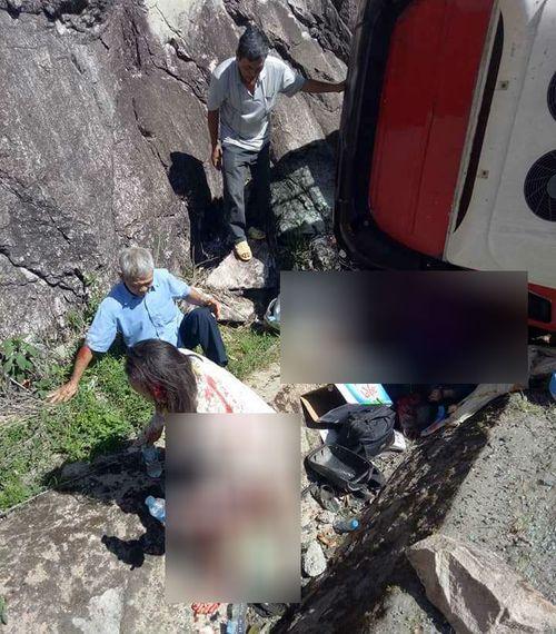 Hiện trường xe khách bị lật trên đèo Khánh Hoà, 18 người thương vong - Ảnh 2