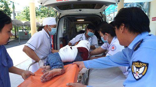 Hiện trường xe khách bị lật trên đèo Khánh Hoà, 18 người thương vong - Ảnh 3