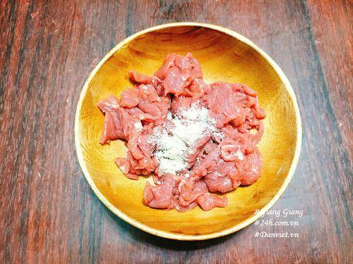 Cách làm thịt bò xào rau muống xanh giòn, thơm ngon  - Ảnh 2
