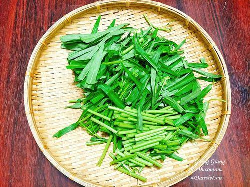 Cách làm thịt bò xào rau muống xanh giòn, thơm ngon  - Ảnh 3