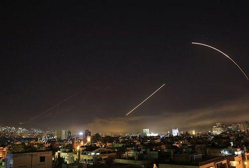 Nóng: Liên quân Mỹ lại tấn công Syrira, ít nhất 12 dân thường thiệt mạng - Ảnh 1