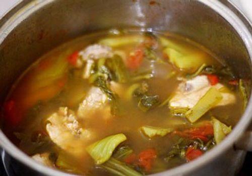 Cách nấu canh cá dưa chua thơm ngọt cho bữa trưa nắng nóng  - Ảnh 4