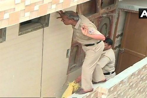 Ấn Độ : Hoảng hốt khi phát hiện 11 thi thể trong một ngôi nhà   - Ảnh 1