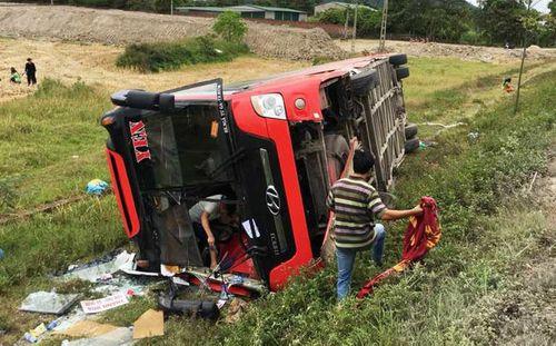 Nghệ An: Khởi tố tài xế xe khách chạy ẩu khiến 2 chị em tử vong - Ảnh 1