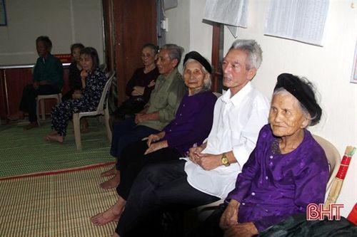 Hà Tĩnh: Di dời hơn 1000 người dân đến nơi an toàn trước khi cơn bão số 3 đổ bộ - Ảnh 1