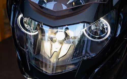 """""""Phi thuyền trên cạn"""" BMW K1600B đắt hơn Camry Việt Nam - Ảnh 2"""