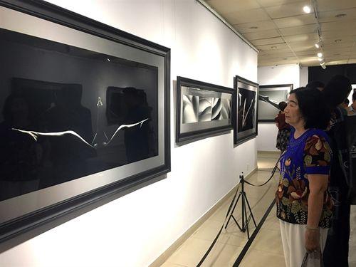 Cục Mỹ thuật Nhiếp ảnh bỏ lệnh cấm người dưới 18 tuổi xem triển lãm ảnh khoả thân  - Ảnh 1