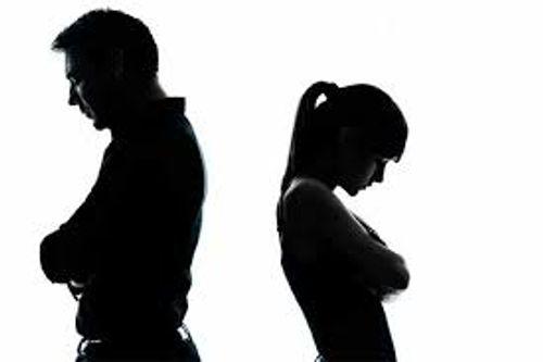 Phút bừng tỉnh trước gương của người vợ tuổi 27 với chồng bạc tình - Ảnh 1