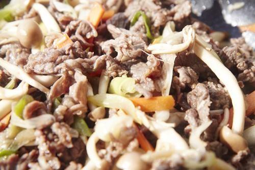 Cách làm nấm xào thịt siêu ngon, siêu rẻ cho bữa trưa - Ảnh 3