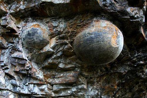 """Kỳ lạ: Vách đá biết """"đẻ trứng"""" ở Trung Quốc - Ảnh 2"""