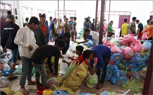 Dầm mưa, vượt lũ cứu người và bữa cơm thắm tình hữu nghị trên nước bạn Lào - Ảnh 1