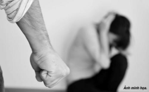 Tìm về tình cũ vì không chịu nổi người chồng bạo lực - Ảnh 1