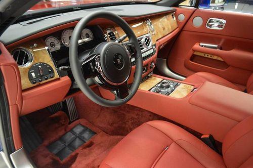 Chiêm ngưỡng siêu phẩm Rolls-Royce Wraith với hai tông màu xanh - đỏ vô cùng đặc biệt  - Ảnh 3