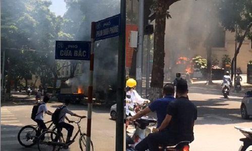 Hà Nội: Xe chở sơn bốc cháy giữa phố, người đi đường hoảng loạn - Ảnh 1