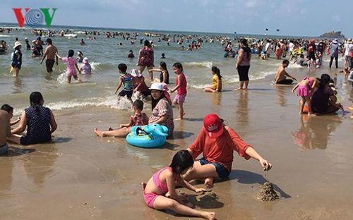Vũng Tàu: 30 trẻ đi lạc khi tắm biển trong 2 ngày nghỉ lễ - Ảnh 2