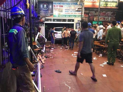 Hà Tĩnh: Ô tô 7 chỗ lao vào quán nhậu, 6 người nhập viện - Ảnh 2