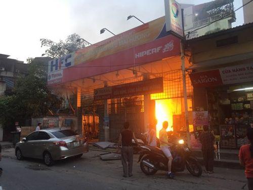 Hà Nội: Cháy trạm xăng cũ trên phố Hồng Mai - Ảnh 1