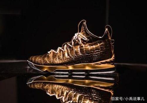 Choáng váng với đôi giày thể thao có giá hơn 2 tỷ đồng  - Ảnh 1