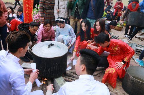 Hoa hậu Ngọc Hân tham gia gói bánh cùng thầy trò trường Đại học Đại Nam - Ảnh 3