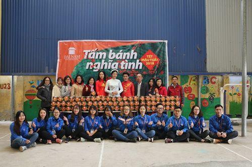Hoa hậu Ngọc Hân tham gia gói bánh cùng thầy trò trường Đại học Đại Nam - Ảnh 5