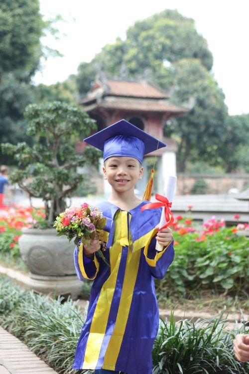 Ngộ nghĩnh các bé mầm non mặc áo cử nhân nhận bằng tốt nghiệp tại Văn Miếu - Ảnh 2