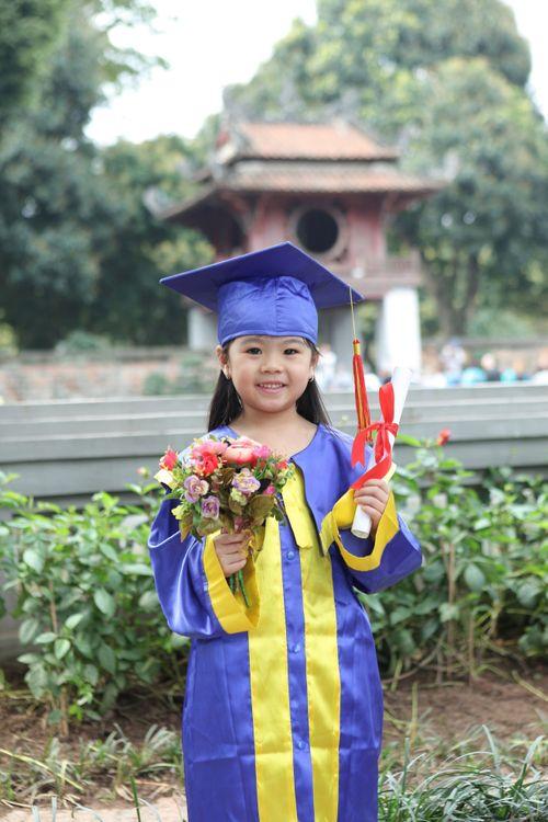 Ngộ nghĩnh các bé mầm non mặc áo cử nhân nhận bằng tốt nghiệp tại Văn Miếu - Ảnh 3