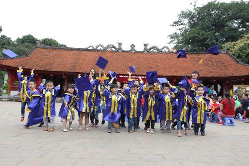 Ngộ nghĩnh các bé mầm non mặc áo cử nhân nhận bằng tốt nghiệp tại Văn Miếu - Ảnh 4