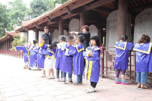 Ngộ nghĩnh các bé mầm non mặc áo cử nhân nhận bằng tốt nghiệp tại Văn Miếu - Ảnh 7