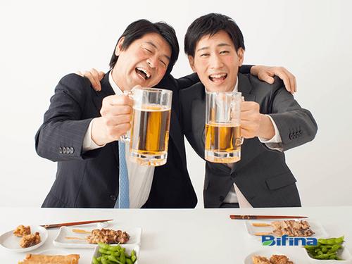Phát minh độc đáo giúp bảo vệ đại tràng khi uống rượu bia của người Nhật - Ảnh 1