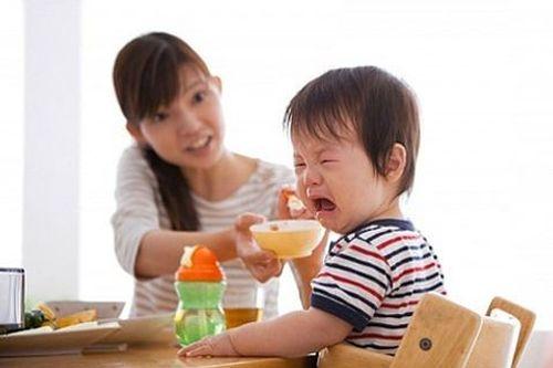 Trẻ 1 tuổi biếng ăn phải làm sao? - Ảnh 1