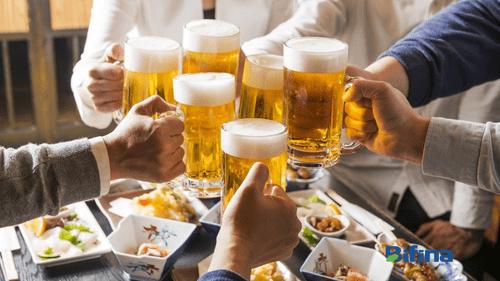 Học người Nhật cách uống rượu bia không lo viêm đại tràng - Ảnh 1