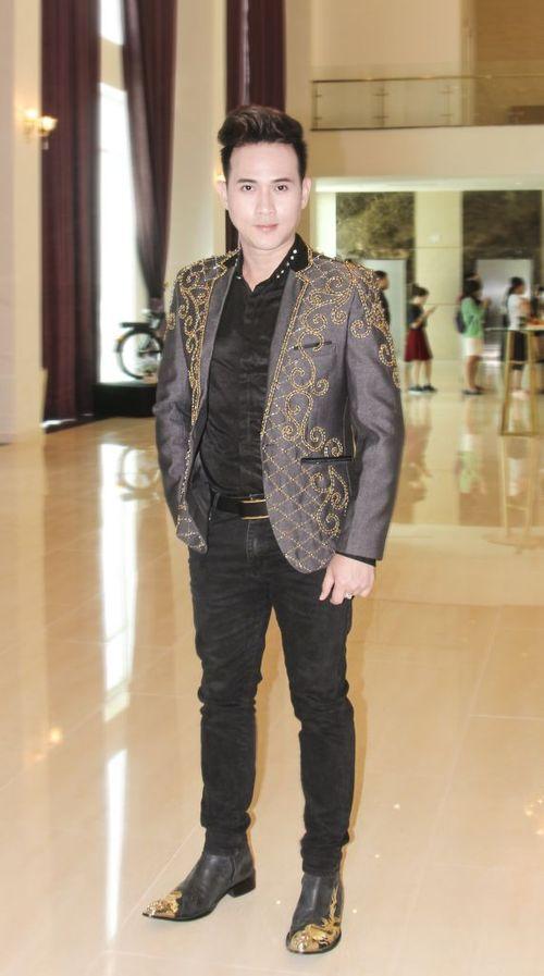 Ca sỹ Nguyên Vũ giữ vai trò làm Ban giám khảo cuộc thi Hoa Khôi Nam Bộ 2018 - Ảnh 1