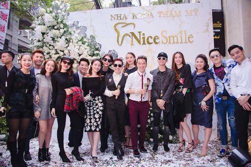 """Bí mật đằng sau nụ cười """"toả nắng"""" của dàn sao Showbiz Việt - Ảnh 1"""