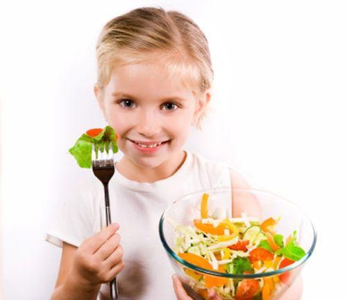 Mách mẹ cách giúp trẻ ăn rau thun thút - Ảnh 1