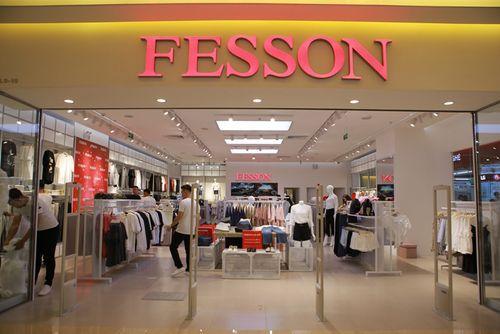 """Thời trang Fesson tạo cơn sốt """"người"""" trong ngày khai trương - Ảnh 1"""