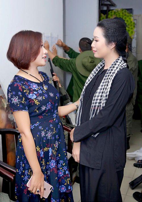 Giám đốc công ty truyền thông Lê Phạm đến chia vui cùng nghệ sĩ Trịnh Kim Chi - Ảnh 2