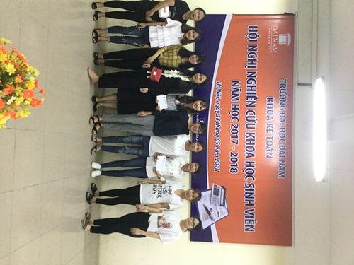 8 đề tài xuất sắc báo cáo tại hội nghị Nghiên cứu khoa học sinh viên khoa Kế toán - Ảnh 1