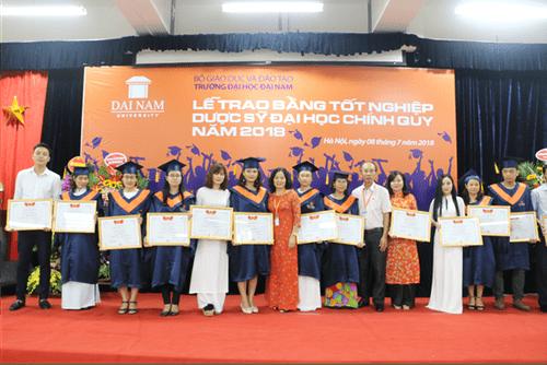 Lời chia sẻ gan ruột của thầy Chủ tịch Đại học Đại Nam với tân dược sĩ đại học trong lễ nhận bằng tốt nghiệp - Ảnh 5