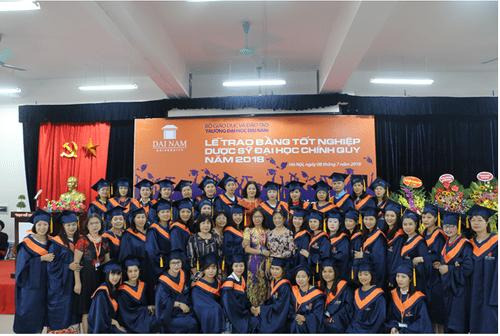 Lời chia sẻ gan ruột của thầy Chủ tịch Đại học Đại Nam với tân dược sĩ đại học trong lễ nhận bằng tốt nghiệp - Ảnh 7