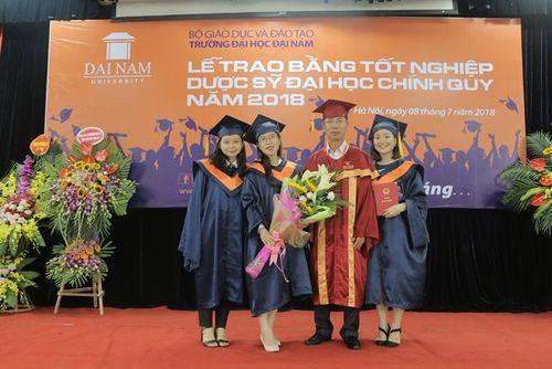 Lời chia sẻ gan ruột của thầy Chủ tịch Đại học Đại Nam với tân dược sĩ đại học trong lễ nhận bằng tốt nghiệp - Ảnh 9