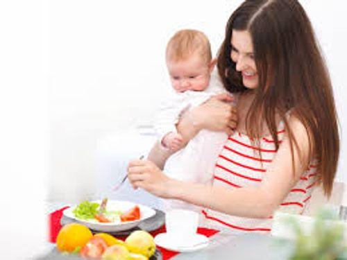 Trẻ sơ sinh bị táo bón – Mẹ nên ăn những loại thực phẩm nào để con nhanh khỏi? - Ảnh 1