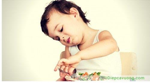 Trẻ uống kháng sinh có nguy cơ cao bị táo bón - Ảnh 2
