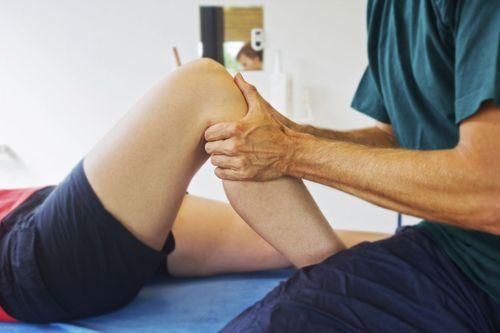 Vì sao ngồi điều hòa thường xuyên gây đau khớp gối? - Ảnh 2