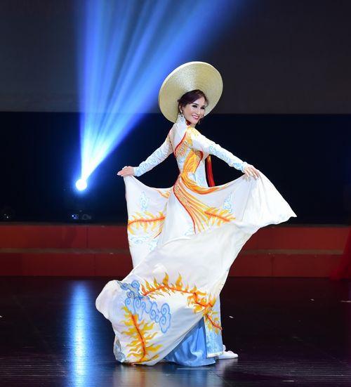 Hoa hậu doanh nhân Nguyễn Lan Vy lộng lẫy trong vai trò giám khảo cuộc thi Tìm Kiếm Thiên Tài Nhí 2018 - Ảnh 5